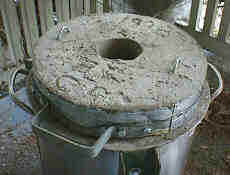 Furnace_with_lid.JPG (5388 bytes)