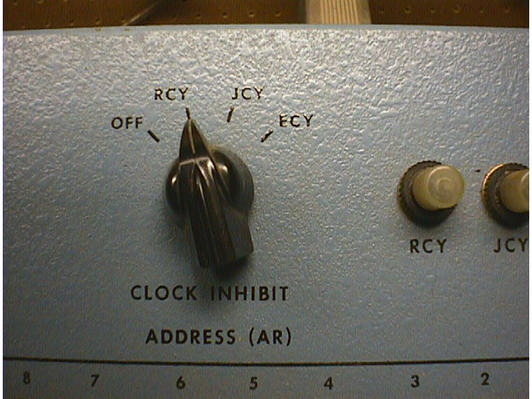blue-panel-clock-knob.jpg (127462 bytes)
